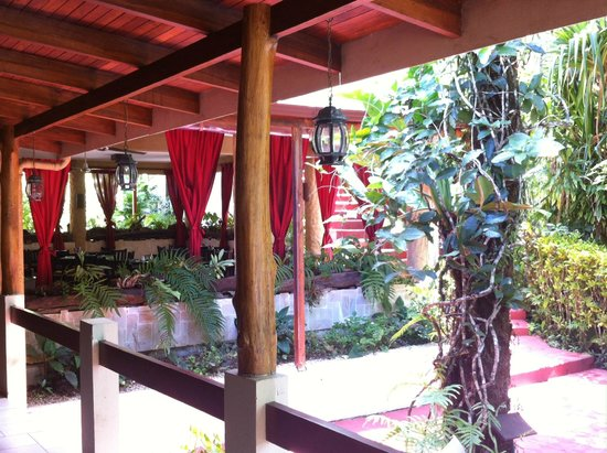 Falls Resort at Manuel Antonio: dinning area