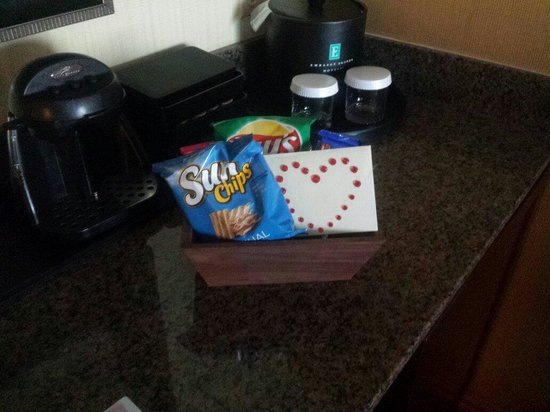Embassy Suites by Hilton Anchorage: Welcome basket for Honeymoon
