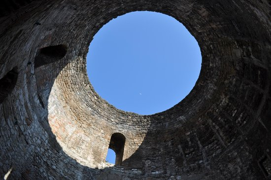 Old Split: The 'Oculus' or hole in the roof of the imperial audience hall of the Palace of Diocletian in Sp