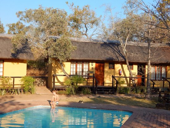 Thornhill Safari Lodge: The pool and our lodge