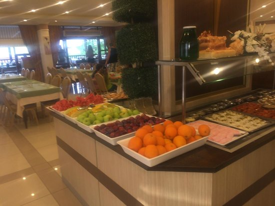 Titan Garden Hotel: fruits