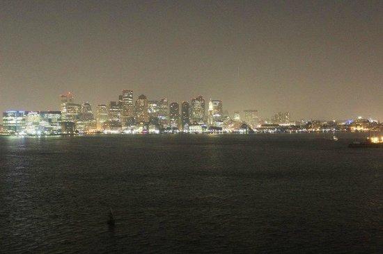 Hyatt Regency Boston Harbor : Nighttime view