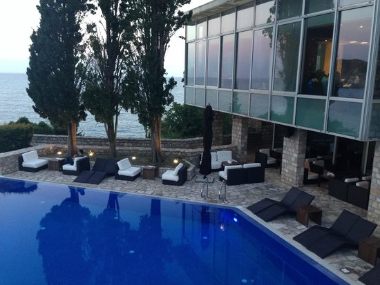 Avala Resort & Villas : бар