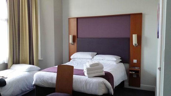 Premier Inn London Kensington (Olympia) Hotel: Cama