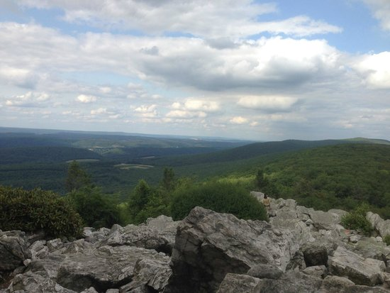 Hawk Mountain Sanctuary: View from North Point