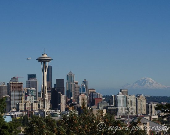 Kerry Park: Awesome place to photo the Seattle skyline..