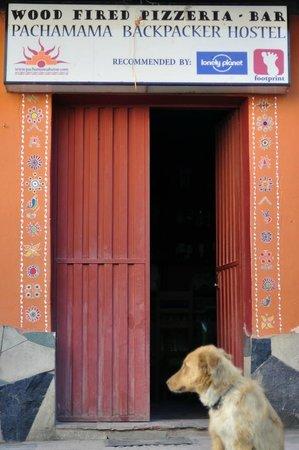 Pachamama: Fachada del hostel