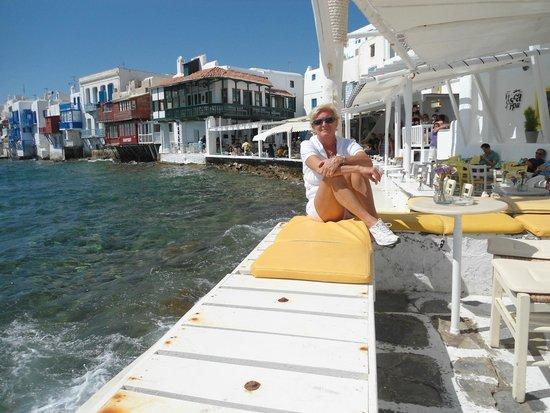 Avli Tou Thodori: sentada en little Venice en el pueblito