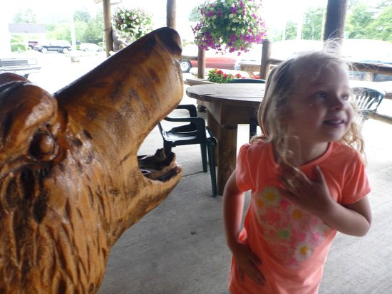 Bigfoot's Steakhouse: Wild welcome awaits outside