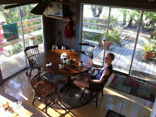 Bimini Magical Vacation B & B: Dining room