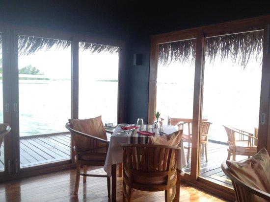 Adaaran Select Hudhuranfushi: Ocean vila bar