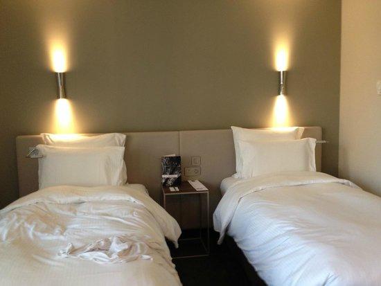 Pullman Paris Tour Eiffel: Comfortable twin beds