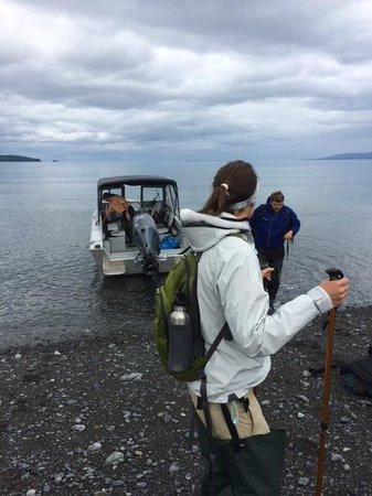 Kachemak Bay Wilderness Lodge: Boat drop for hike
