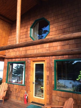 Kachemak Bay Wilderness Lodge: Cabin facade