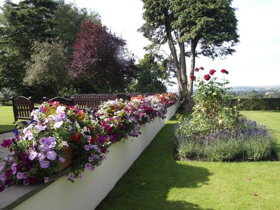Appleby Manor Hotel & Garden Spa: Flower Garden at Appleby Manor Country House Hotel