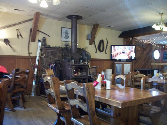 Ma's Country Cabin & Saloon: more of dining area