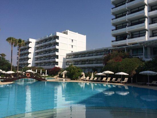 Grecian Bay Hotel: Hôtel avec piscine