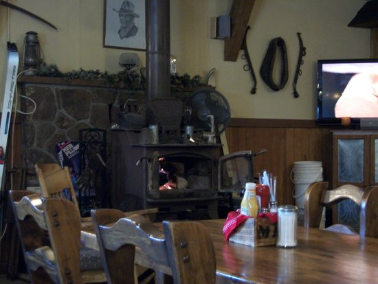 Ma's Country Cabin & Saloon: wood stove really added to atmosphere
