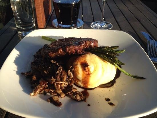 Pier 7 restaurant + bar: ribeye with asparaus, whipped potatoes and wild mushrooms!