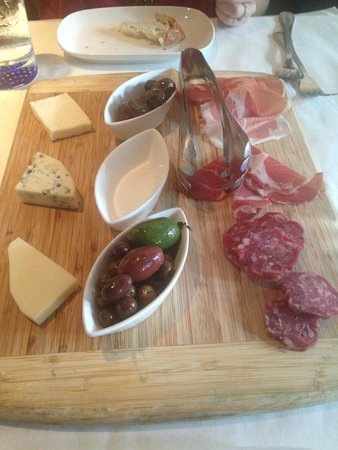 Sotto Sotto : Antipasto Misto (assorted Italian meats and cheeses, olives, and mushrooms)