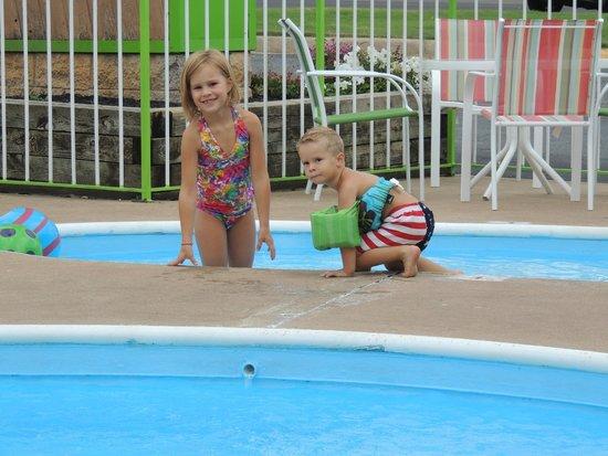 GreenBrier Inn: I love the kiddie pool!