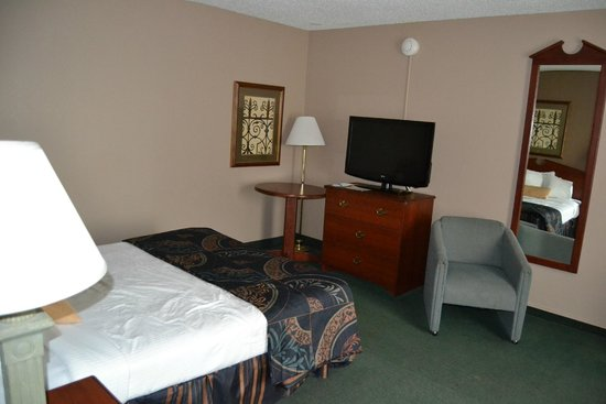 Baymont Inn & Suites Mandan Bismarck Area: Master Bedroom in Family Suite
