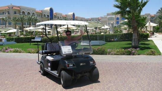 Premier Le Reve Hotel & Spa (Adults Only): машинки на прокат.прекрасное развлечение