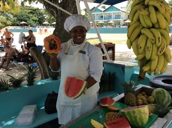 Dreams La Romana Resort & Spa : Fruit boat & Belkis Frutas