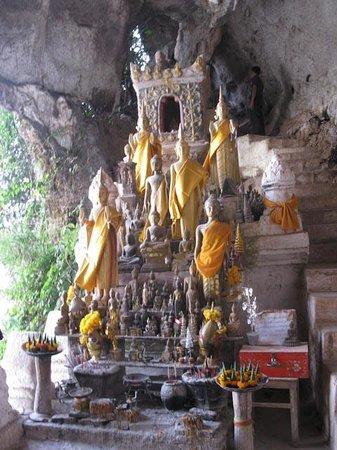 Pak Ou Caves: Buddha images