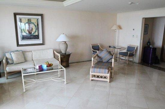 ANA Intercontinental Ishigaki Resort: living room