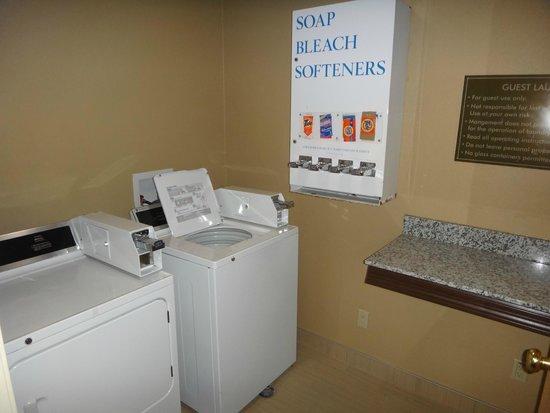 Comfort Inn & Suites : Guest Laundry