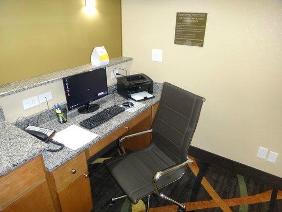 Comfort Inn & Suites : Business Center