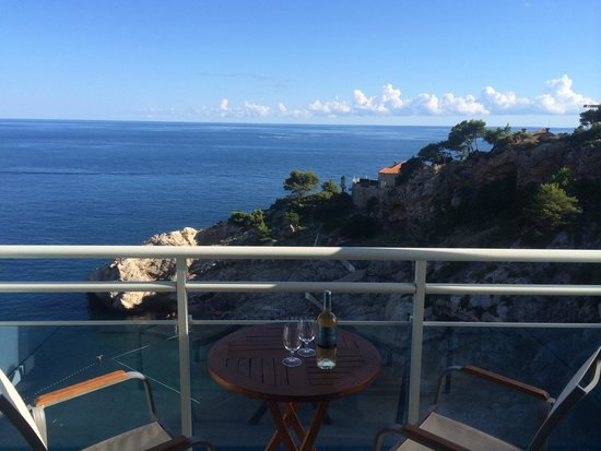Hotel Bellevue Dubrovnik : What a beautiful view from our room.