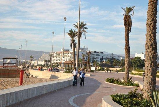 ClubHotel Riu Tikida Dunas : линия пляжа и променад