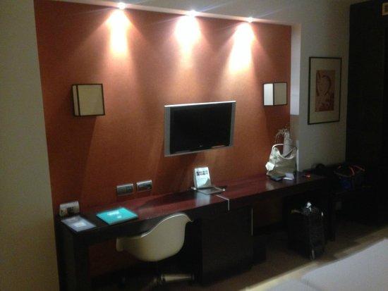 Eurostars i-Hotel: TV habitación
