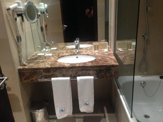 Eurostars i-Hotel: Amplisimo baño