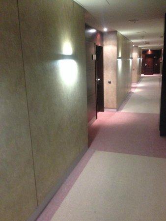 Eurostars i-Hotel: Pasillos accesos