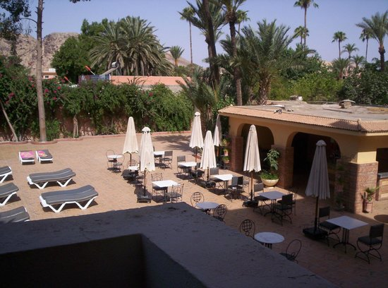 Hotel Amine : Pool dining area