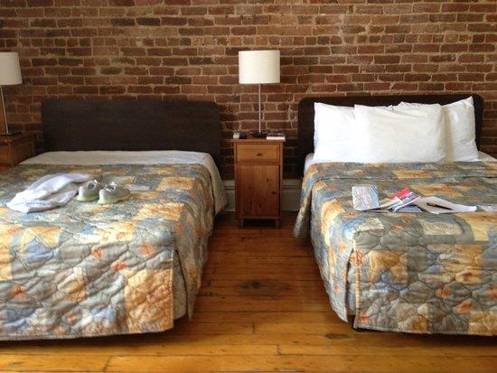 Hotel l'Abri du Voyageur : Our Room
