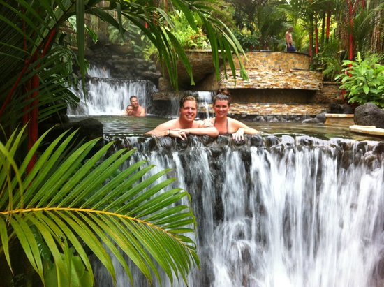 Tabacon Hot Springs: waterfall pool