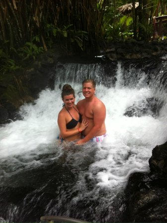 Tabacon Hot Springs: waterfall pool