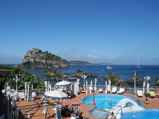 Delfini Strand Hotel Terme : Panorama dall'albergo