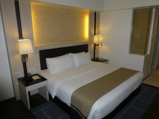 Seda Bonifacio Global City: The bed