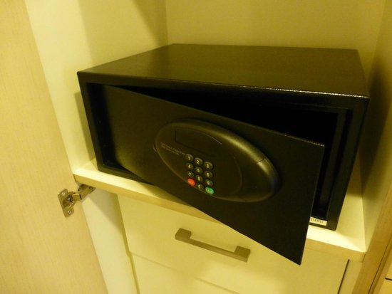 Seda Bonifacio Global City: Small safe