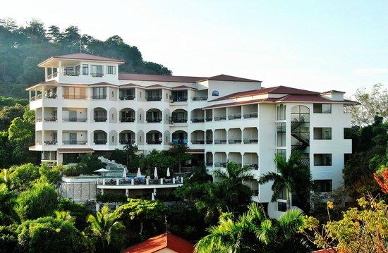 Parador Resort and Spa: Hotel tegen de bergwand
