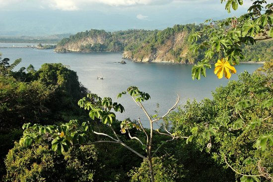 Parador Resort and Spa: Zicht op de prachtige baai achter het hotel
