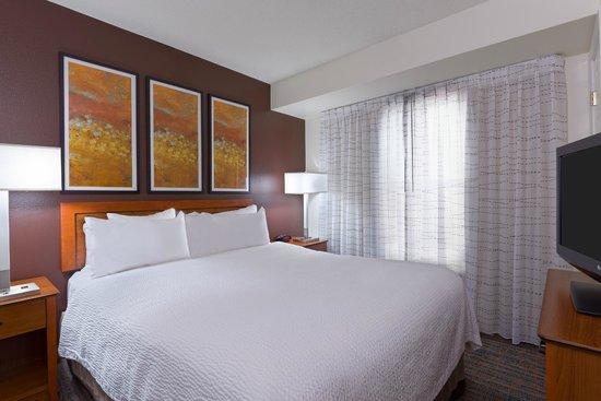 Residence Inn Philadelphia Montgomeryville: One Bedroom Suite Guestroom