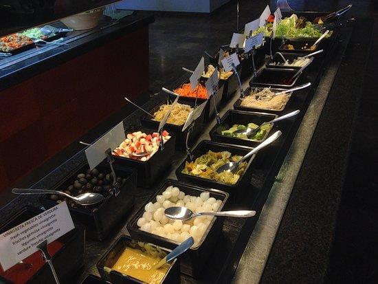 Royal Al-Andalus: buffet frio de ensaladas ,