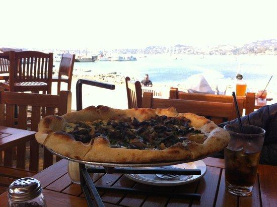 Bar Bocce : Pizza con bonitas vistas