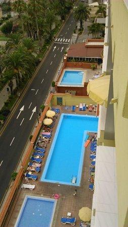 Palmeras Playa: Las piscinas desde la planta 9